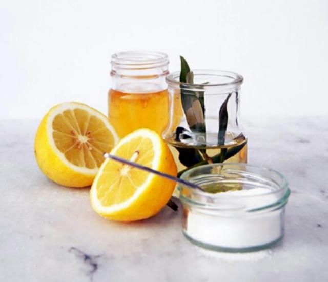 1429060273 natural lemon oil for hair care