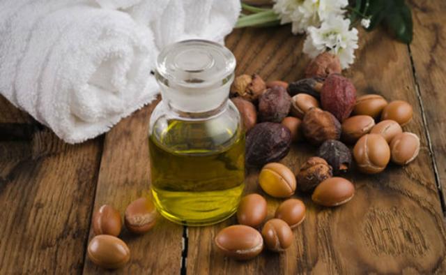 1429060408 natural argan oil in a bottle