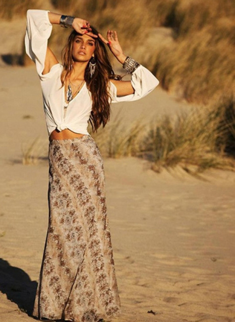 1429765685 gilr in bohemian style outfit on the beach 3