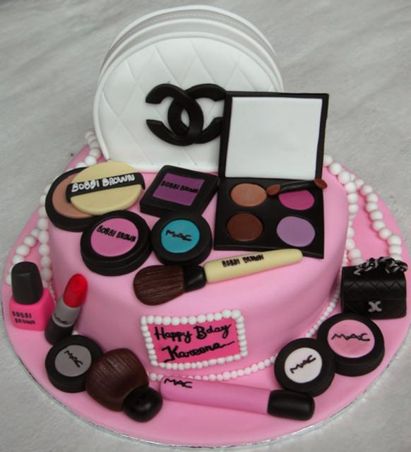 1429767022 mac inspired cake1