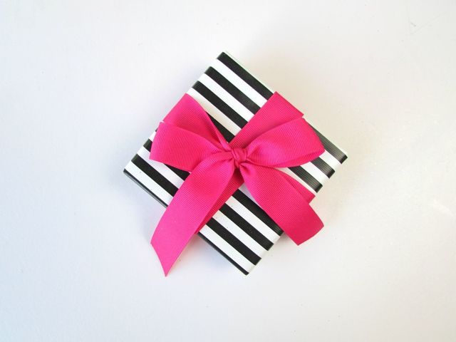 1430118052 classic ribbon bow striped box