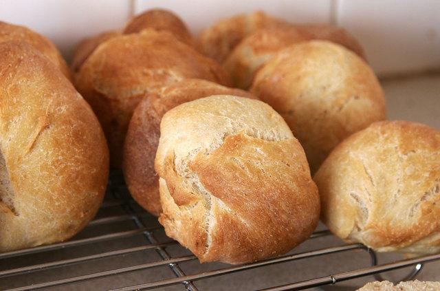 1431086554 bread rolls