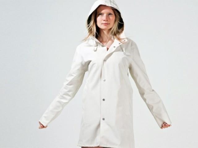 1431499420 eco friendly raincoat stutterheim 537x402