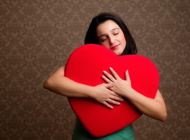 1431508467 girl hugging heart 595x439