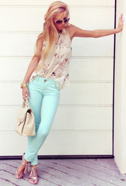 1431582576 pastel outfit for warm skinned ladies