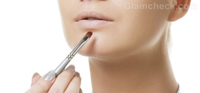 1432134041 how to apply lip concealer