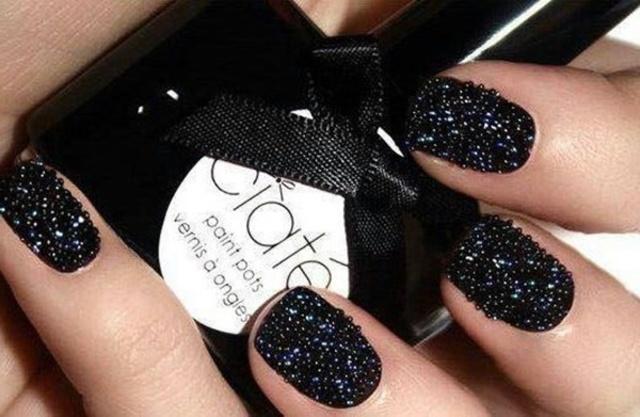 1432185489 black nail art designs11