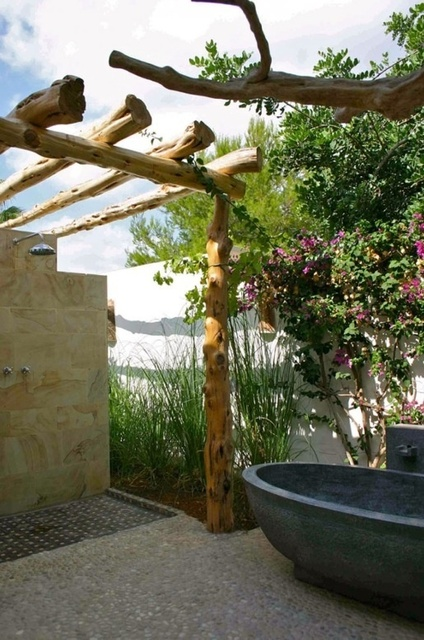 1432195450 outdoor bathroom designs 13