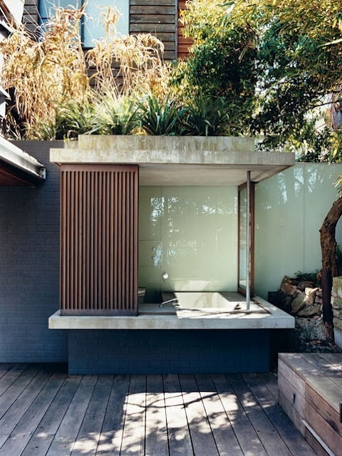 1432195457 outdoor bathroom designs 14