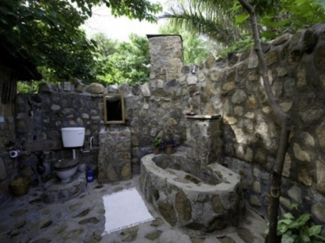 1432195495 outdoor bathroom designs 19