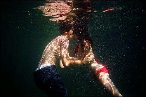 1432638512 4 kissing is like drugs