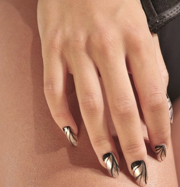 1428593467 metallic nail polish trend summer 2013