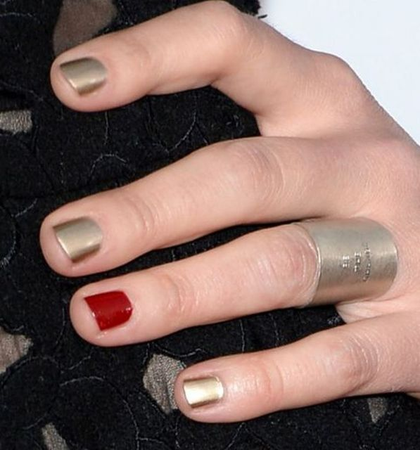 1428593518 peoples choice awards nails sarah bareilles h724