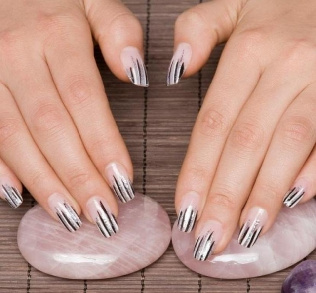 1428593658 145748 577x535r1 cool striped nails
