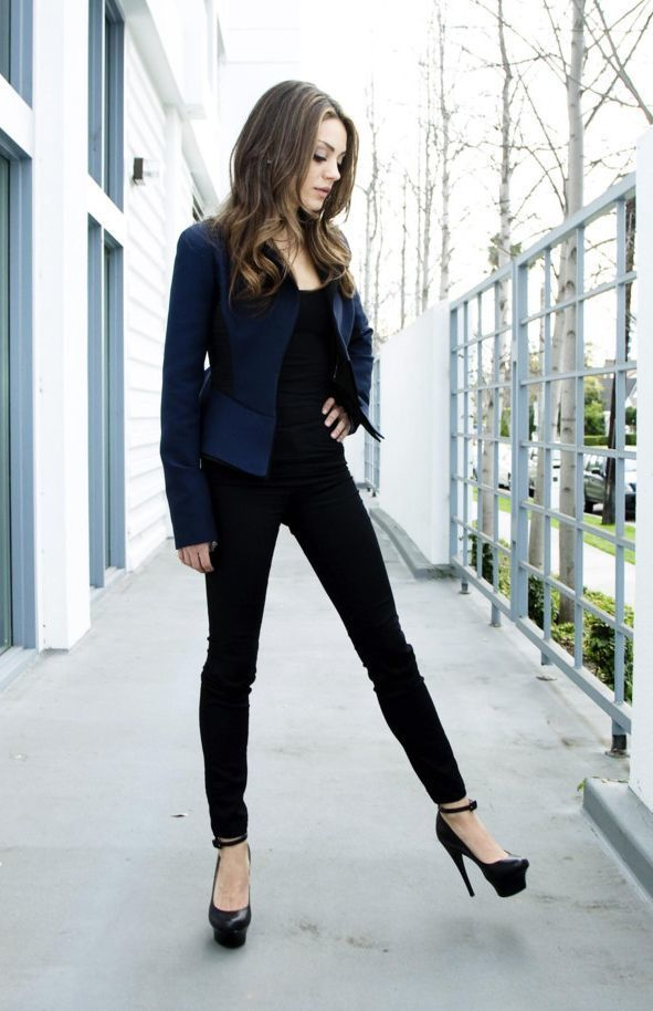 1433215702 mila kunis navy blue and black outfit