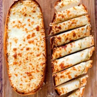 1432630390 1431584942 easy garlic bread from crunchycreamysweet.com