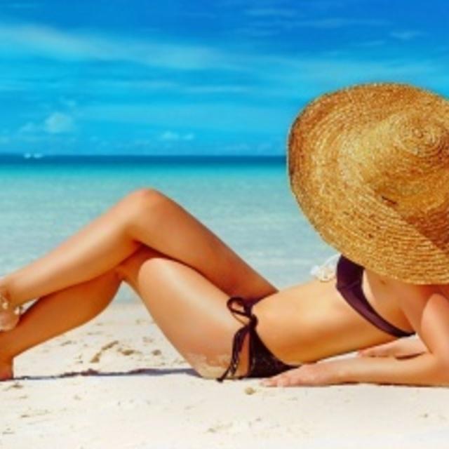 1428595673 320 beach woman