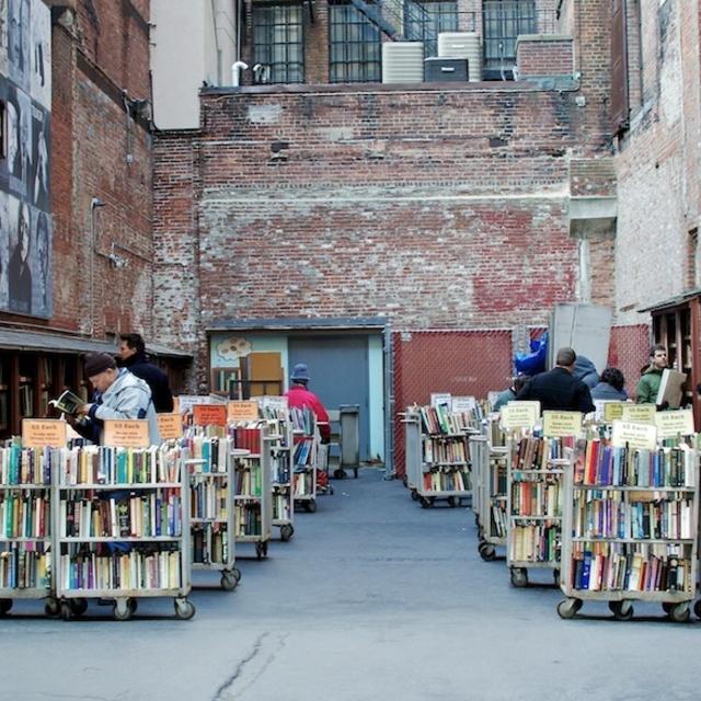 เอาใจหนอนหนังสือ กับ 7  ร้านหนังสือทั่วโลกที่ควรไปแวะเวียนสักครั้ง  1 ในชีวิต