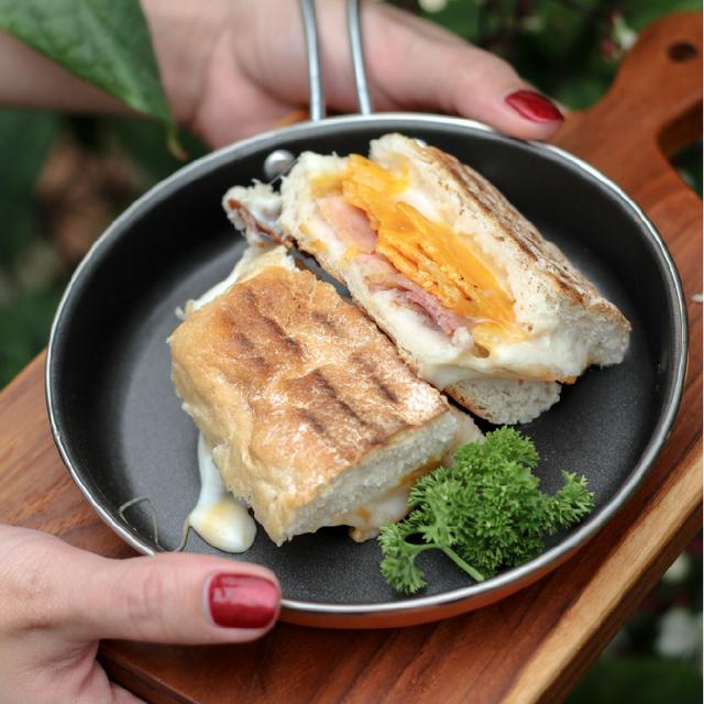 ใครชอบชีสห้ามพลาด !! Handcrafted Grilled Cheese Sandwich