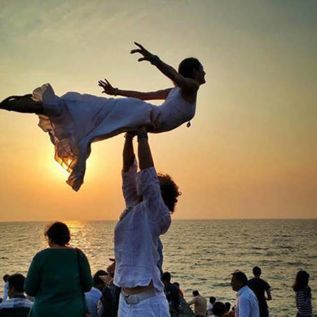 แต่งงานรอบโลก 90 วัน ฉบับคู่รักนักกายกรรม