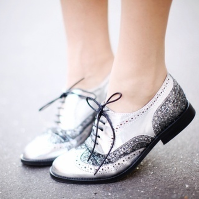 แฟชั่นรองเท้าหนังสุดคลาสสิค Oxford สวยหรูมีสไตล์