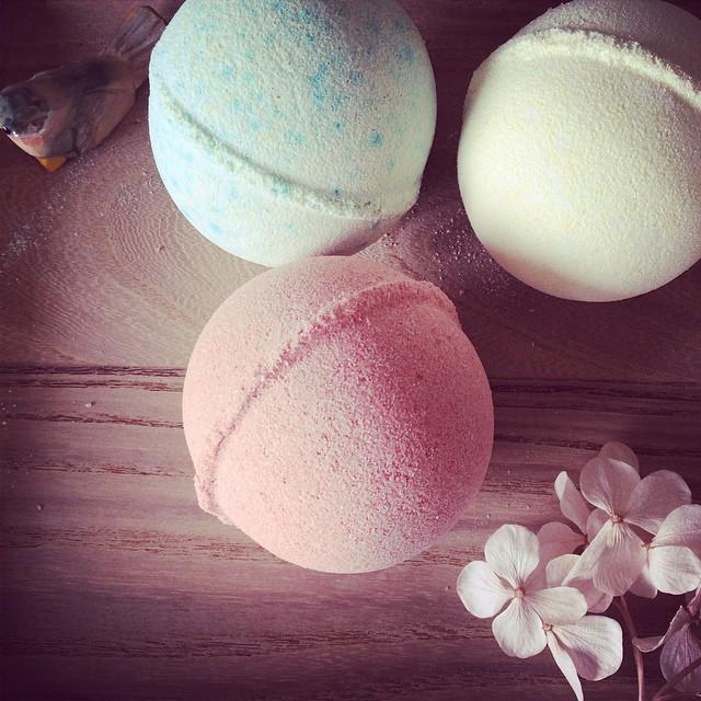 DIY มาทำ Bath bomb สุดหรู เพิ่มสีสันในอ่างกัน