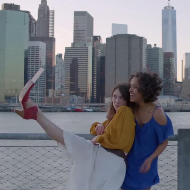 """โชว์กางเกงในเนียนๆ พร้อมภาพถ่ายกับรองเท้าเซลฟี่ """" Selfie Shoes """""""