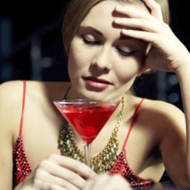 1428656617 n woman alcohol sad large570